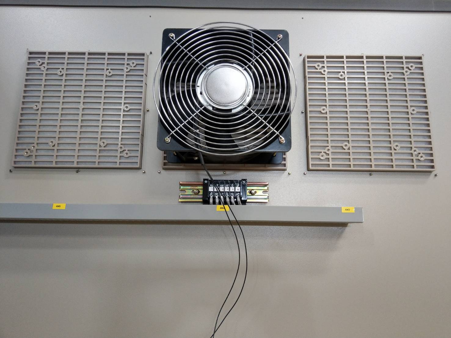 cooling fan for cabinet application